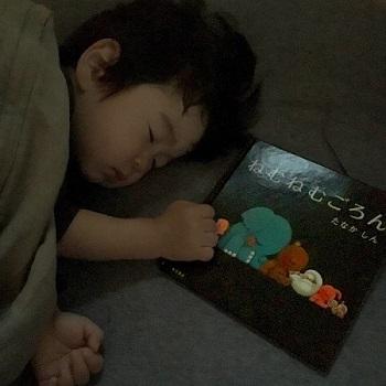 赤ちゃん 寝る おやすみ